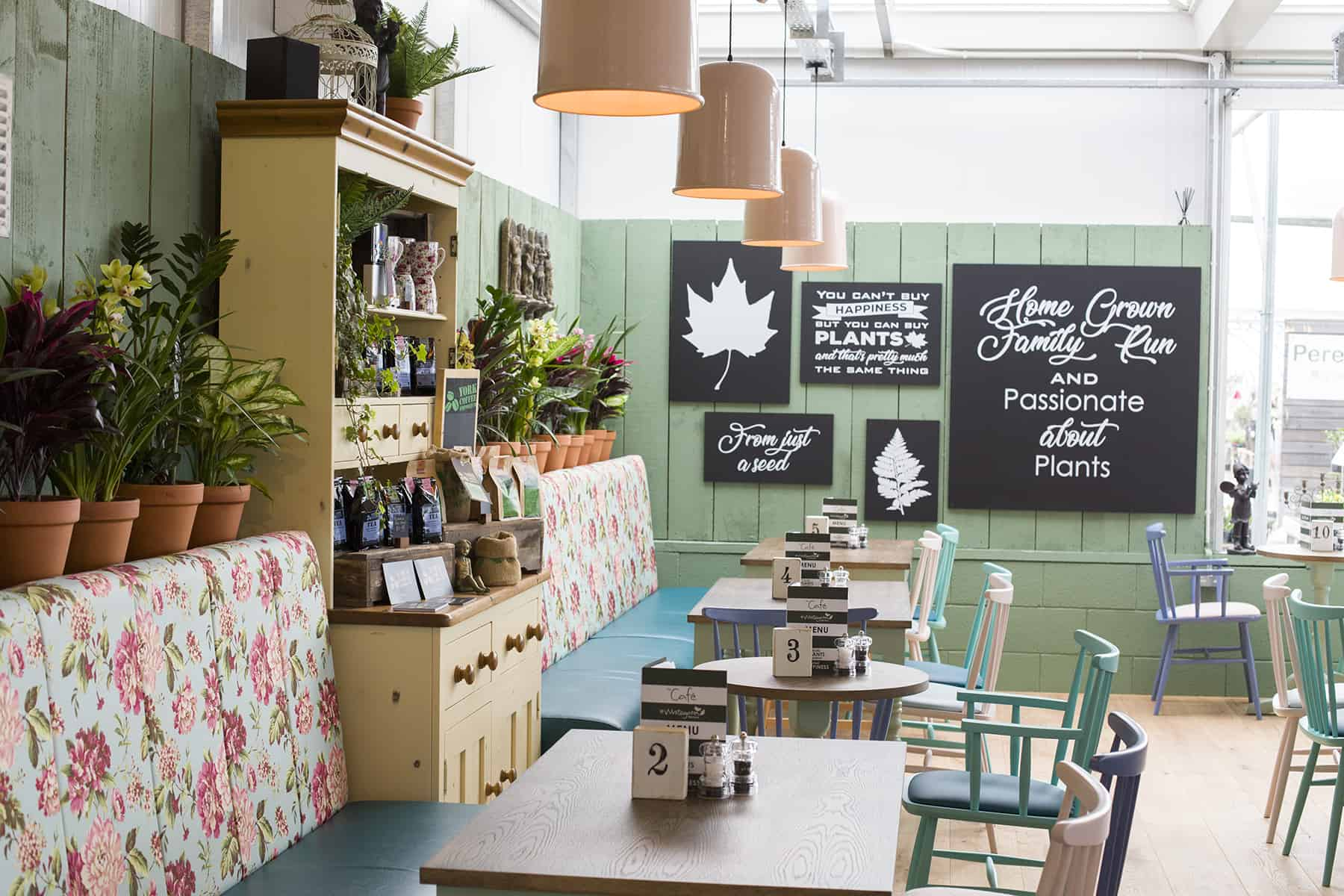 To what extent is coffee shop branding possible through interior design?